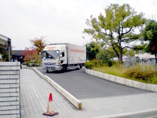 トラック到着