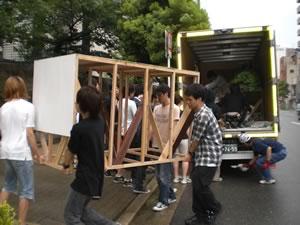 松元サービスのイベント・演劇舞台セット輸送 舞台用品のトラック輸送 2t車