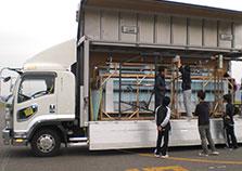 松元サービスのイベント・演劇舞台セット輸送 エアサス パワーゲート ウイング車